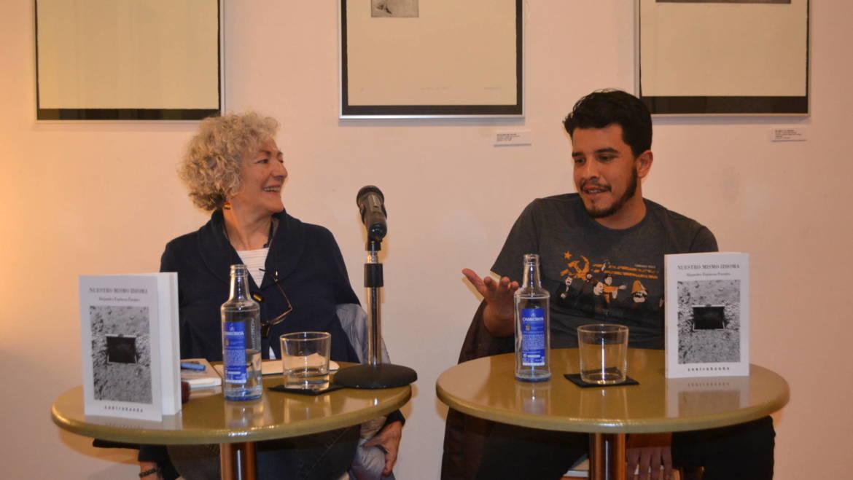 Presentación de «Nuestro mismo idioma» en Madrid. Carmen Peire acompaña al autor en Tipos Infames (31/03/2017)