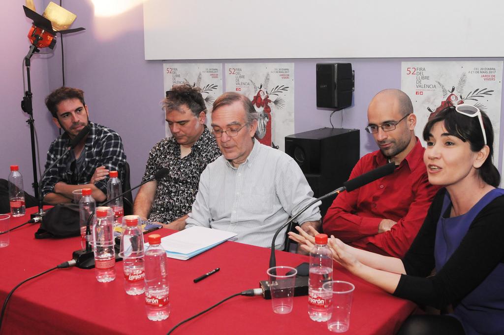 Presentación  de la colección CHE BOOKS en la 52 Fira del Llibre. Desde la izquierda: Mr. Perfumme,Néstor Mir, Manuel Turégano, Jerónimo García Tomás y Bárbara Blasco Grau. (23/04/2017)