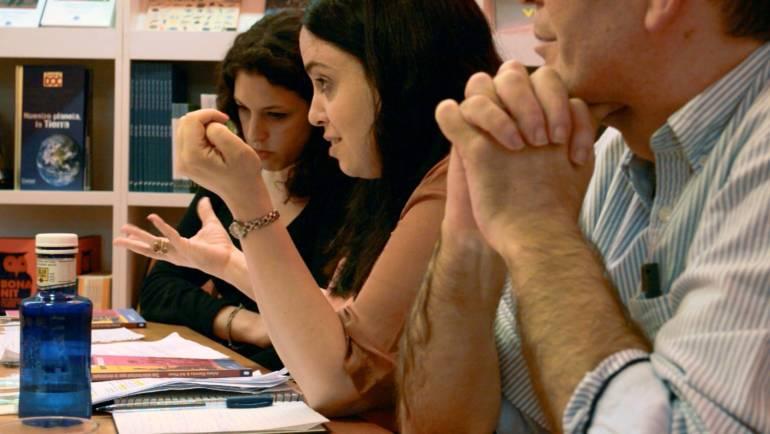 """Presentación de """"Tan intertextual que te desmayás"""" de Ariana Harwicz y Sol Pérez en Valencia, en la Ramon Llull (13/11/2013)"""